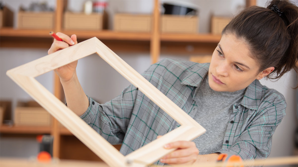 Picture Framing Tips: DIY Framing or Hiring the Framing Experts?