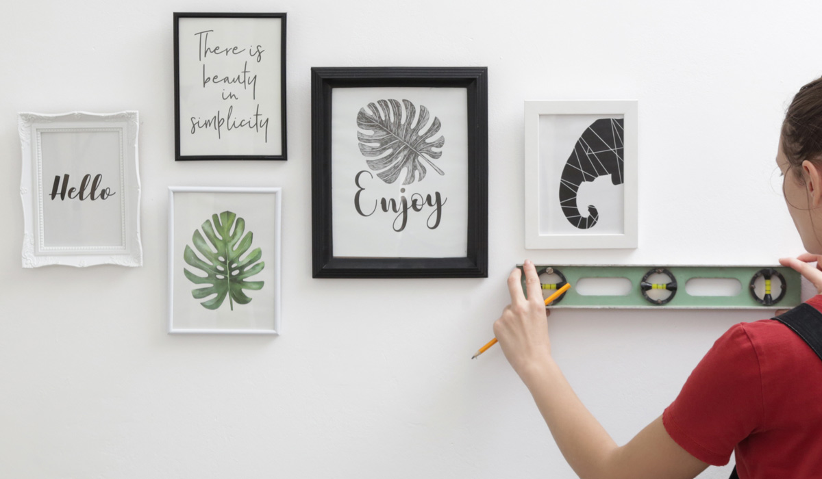 Custom Picture Framing Artwork: DIY vs. Hiring a Professional